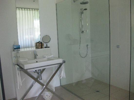 Queenstown Park Boutique Hotel: bathroom
