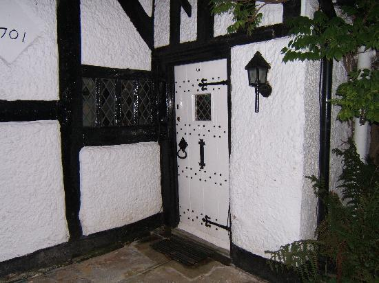 Finney Green Cottage: Entrance