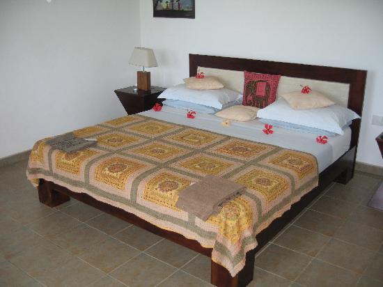 Shangri-Lanka Villa: The fantastic super king size bed