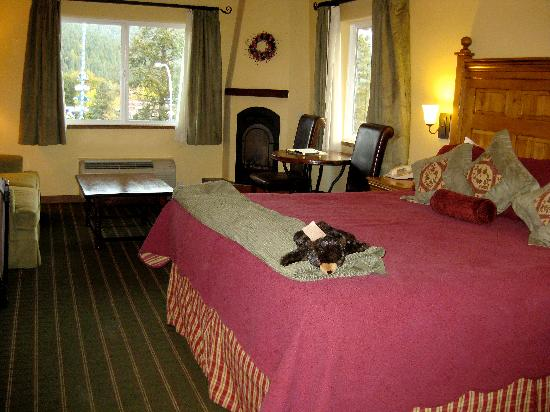Bavarian Lodge: Comfy room with a fireplace and village view