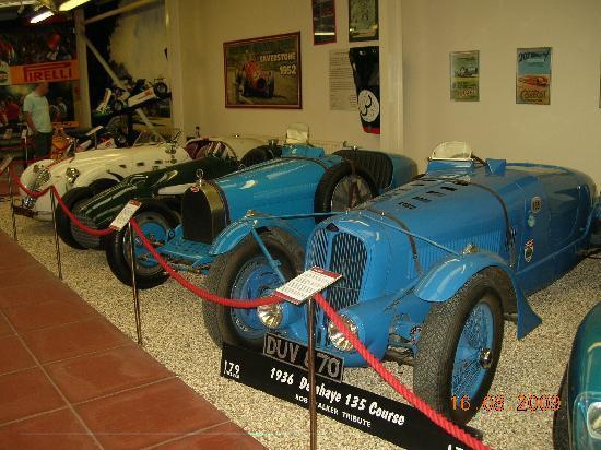Haynes International Motor Museum: Rows and rows of older cars.