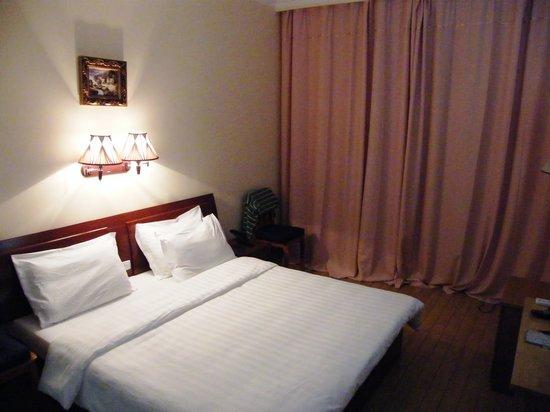 Hotel Simone: Bedroom Pic 1