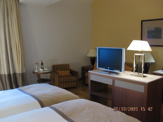 Sofitel Grand Sopot: TV in room 329