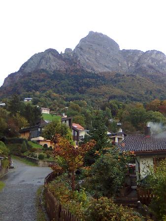 Sargans, Szwajcaria: view on walk to the castle in Sargens