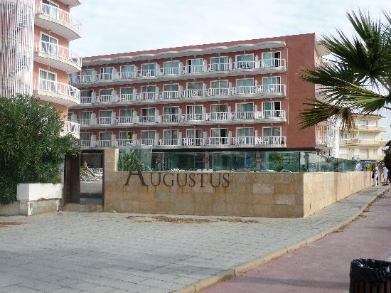 Hotel Augustus : a pie de playa