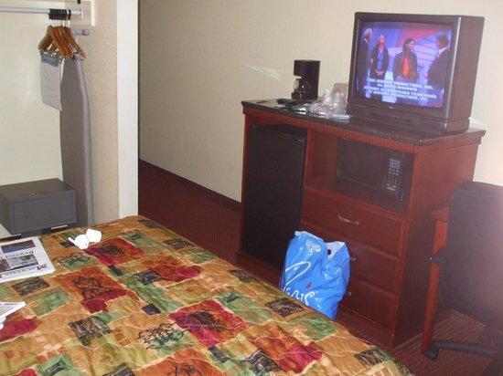 Hotel V:                                     Room Oct 09
