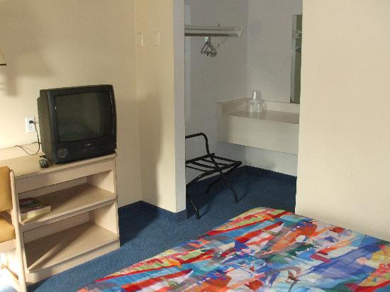 Motel 6 Monterey - Marina: Room Oct 09