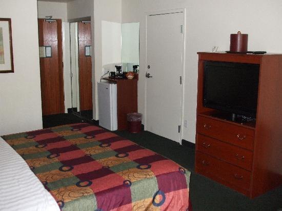 BEST WESTERN PLUS Villa Del Lago Inn: another pic of room oct 09