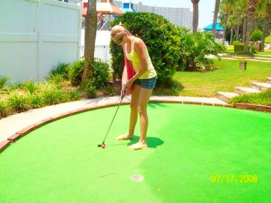 Coconut Creek Family Fun Park: me playin put put in Florida...i won!