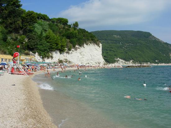 Hotel Residence Arturo: Spiaggia davanti all'albergo