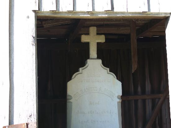 The Dr. Samuel Mudd House & Museum: Dr Mudd's headstone