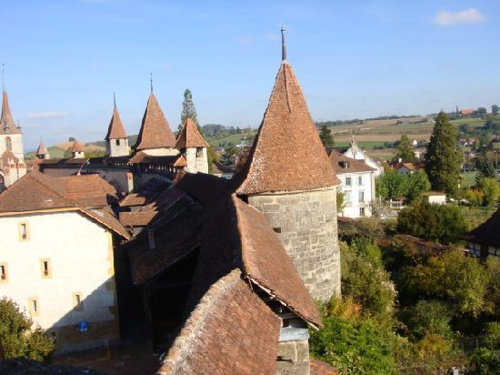 La Pinte du Vieux Manoir: Ancient ramparts in Murten