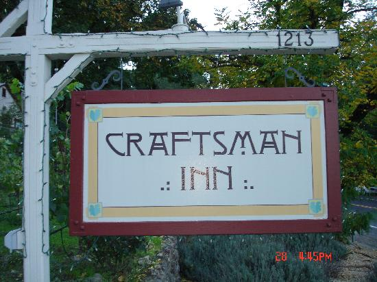 The Craftsman Inn: Sign to look for off Hwy 128/Foothill Blvd