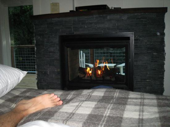 Farmhouse Inn: Fireplace that you can see from bed or balcony
