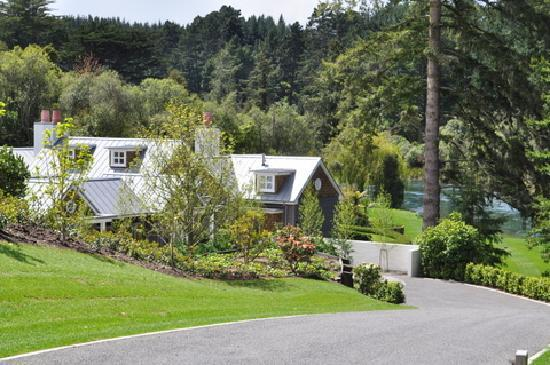 Huka Lodge: The Alan Pye Cottage from its private driveway