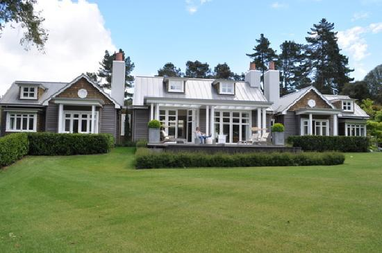 Huka Lodge: The Allan Pye Cottage from the river