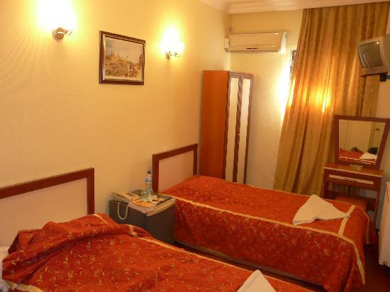 Meddusa Hotel: The Twin Room