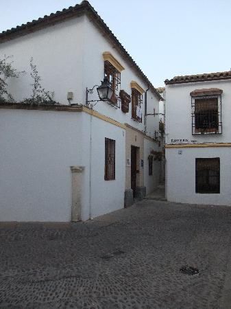 Hotel La Llave de la Jurderia: Hospederia (left center)