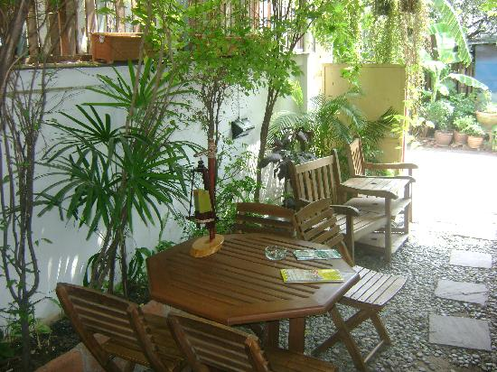 Sukhumvit On Nut Guesthouse: front yard