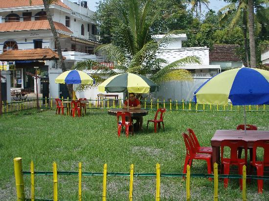 Fort Heaven Residency: garden restaurant