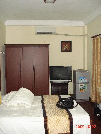 Hanoi Old Centre Hotel: ~ Double bed in deluxe family room ~