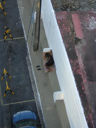 Grande Hotel Da Barra: Again, the sleeping homeless man.
