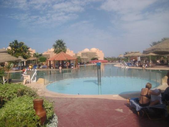 Sea Club Royal Nubian Island: piscina sulla spiaggia