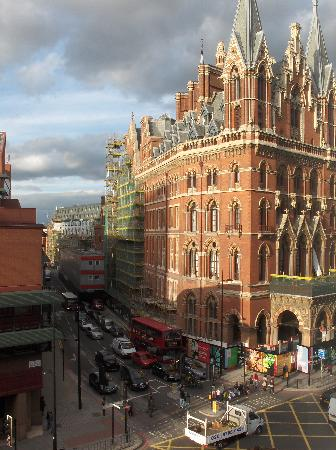 YHA London St Pancras: View of St Pancras Station from our room