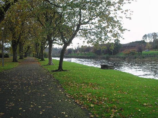 Woodland House Hotel: A walk by the river in Dumfries