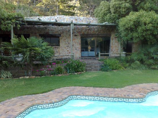 The Tarragon: Cottage and pool