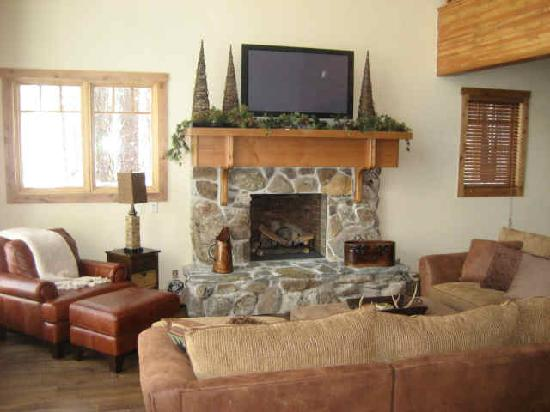 Old Greenwood Resort - Tahoe Mountain Lodging: family room of the cabin
