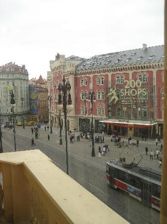Hotel Kings Court: Pour les accros du shopping: face au Palladium, mall de 200 boutiques !