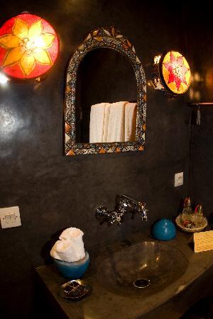 Riad Ajebel: Baño