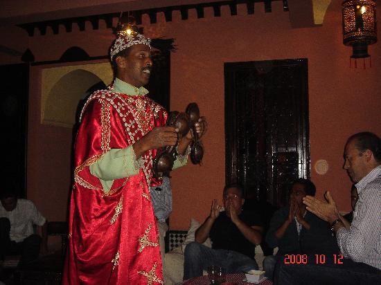 "Noche fiesta ""etnagua"" en Riad Ajebel"