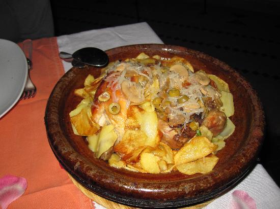 Riad Clémentine: Tajine de pollo, champiñones, patatas...