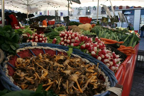 Les Puits de Lettree : Market at Collumiers