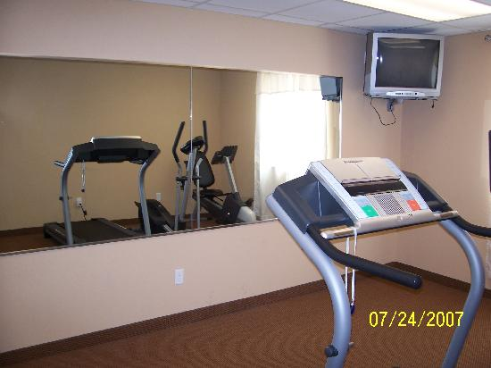 Quality Inn: Fitness Room