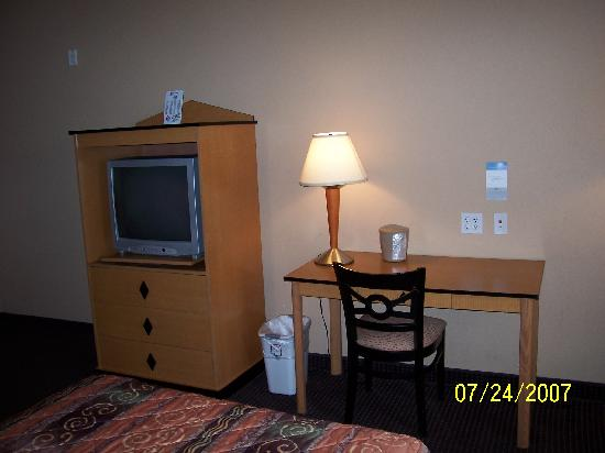 Quality Inn : Tv & Desk View All rooms