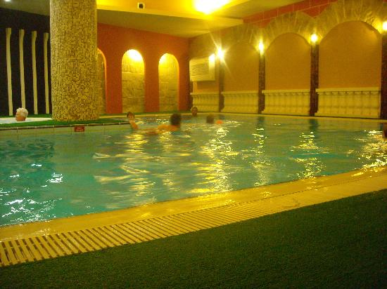 Piscine int rieure picture of soreda hotel qawra for Piscine interieure