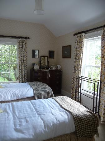 Ballymote Country House: Smaller twin bedroom