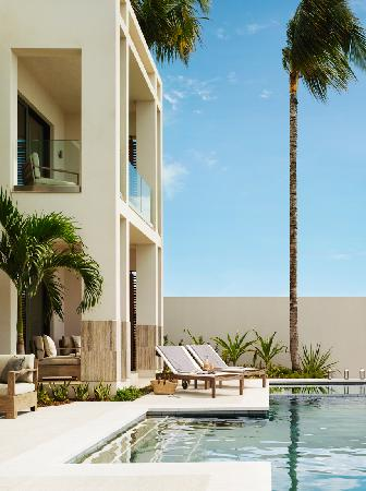 Four Seasons Resort and Residences Anguilla: Pool Deck