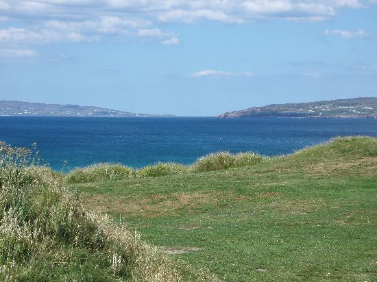 Narin & Portnoo Golf Club : View of the ocean and coastline from a tee