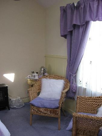 Thistles Cottage B&B: Die Sitzecke des Zimmers