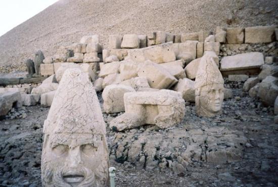 Adiyaman, Turkije: Nemrut Batı Terası 2004 (Doğu terası resimleri her yerde var zaten)