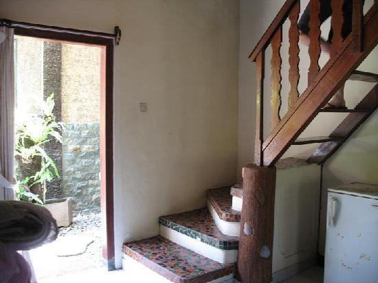 Three Brothers Bungalows: steps upstairs