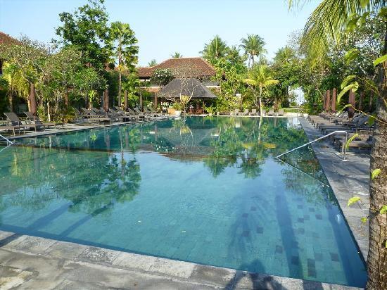 Hotel Santika Premiere Beach Resort Bali: main pool area