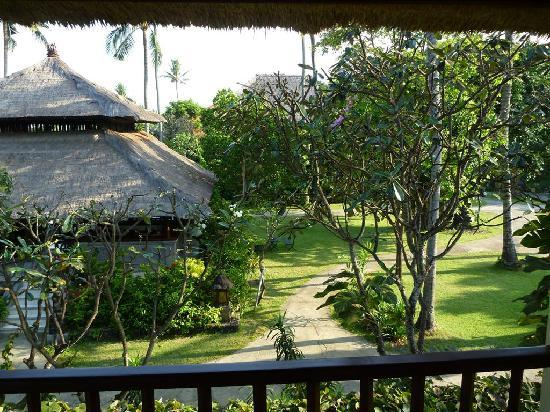 Hotel Santika Premiere Beach Resort Bali: view from double queen bungalow
