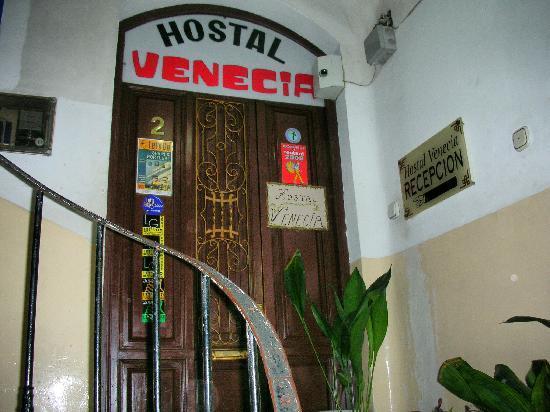 Apartamentos Venecia: ペンション入り口