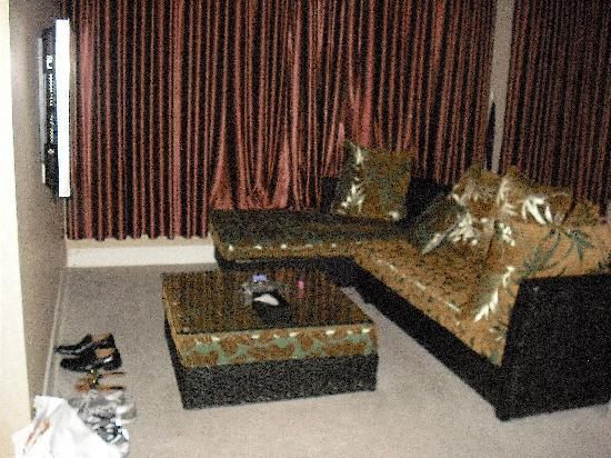 Henry Business Hotel: executive suite living room