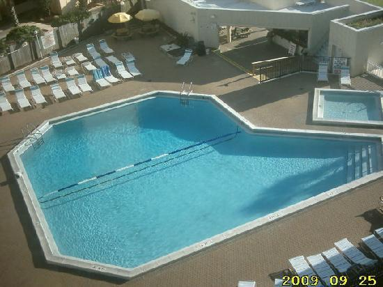 Top of the Gulf Suites: Pool view from Unit 603